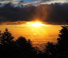雲海から朝日が迎えてくれた
