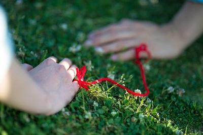 赤い糸の写真