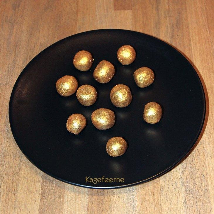 Hjemmelavede mini cakepops med guld