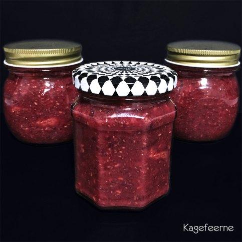 Jordbær/hindbær marmelade med dadler og chiafrø