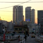 西新宿、新宿税務署通り