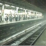 雷雨の上野駅