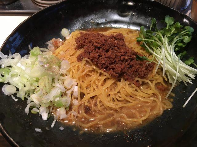 鹿児島の汁なし担々麺の豚の担々麺