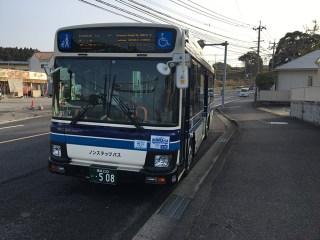 宮崎市内でSUICA(スイカ)やPASMO(パスモ)は使えます。JR九州はもちろんのこと(対象エリアあり)、宮崎市内を走っている宮交バスもSUICA・PASMOも使えます!チャージも宮崎駅の対応自動販売機はもちろんのこと、コンビニなどでもチャージできますよ!