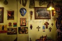 店内の壁にはいたるところにメキシコ雑貨が。