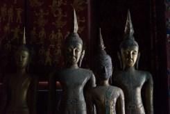 立ち並ぶ仏像。