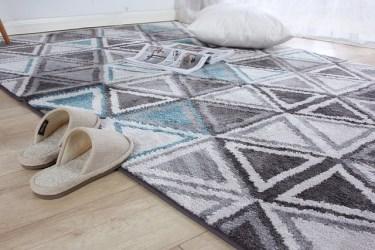 フローリングにはカーペットを敷こう!夏場は素材や色に注目