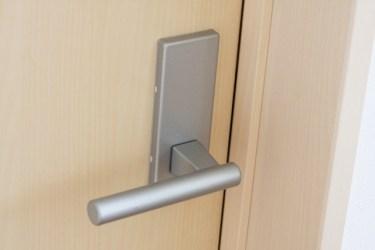 部屋のドアノブをロックしたい!取り替え方法をご紹介!