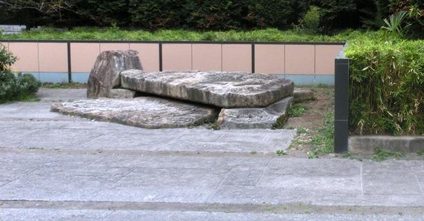 石のベンチ