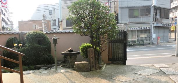 安養寺の内側から外側