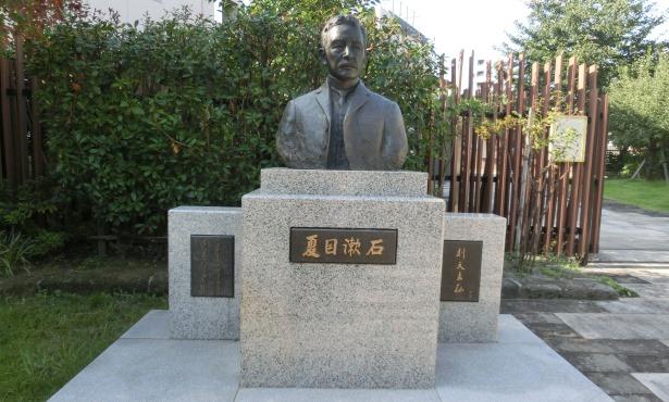 漱石の胸像