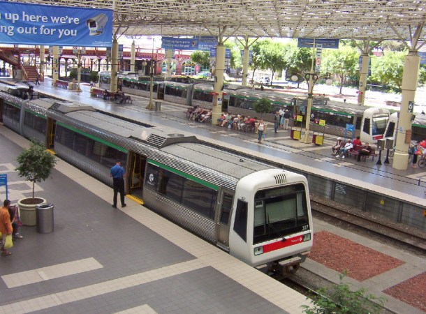 https://www.wikiwand.com/en/Perth_railway_station