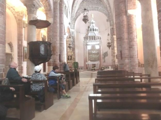 聖トリファン大聖堂の内部