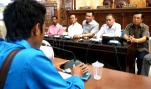 Soal Marmer, DPRD Kota Bima melakukan audiens dengan PMII Cabang Bima. Foto : Bin