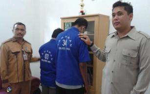 Dua Tersangka Kasus Korupsi RTLH Ditahan. Foto: Teta