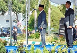 Wakil Walikota Bima saat menjadi pembina upacara Hari Pahlawan. Foto: Ady