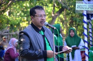 Walikota Bima saat memberikan sambutan pada PPKAN Kota Bima di So Mada Oi Besi Kelurahan Lelamase. Foto: Hum