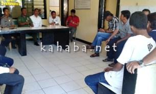 Sopir Angkot saat mendatangi Kantor Polsek Rasanae Barat. Foto: Noval