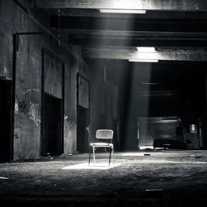 Boş sandalye, siyah beyaz