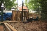 building pallet garden fence