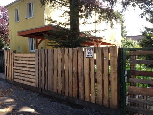 New pallet garden fence