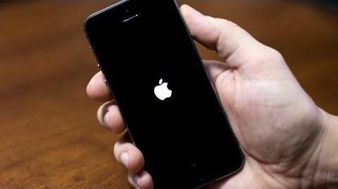 كيفية حل مشكلة تعليق الآيفون على شعار أبل التفاحة