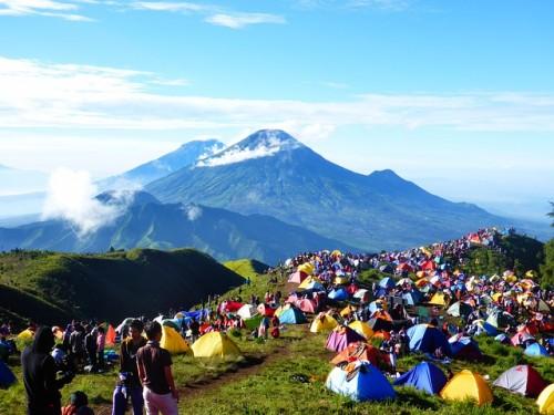 インドネシアでキャンプ