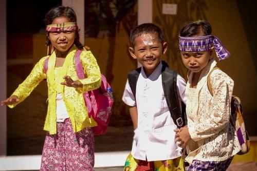 バリ島への移住と育児