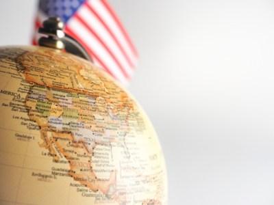 アメリカ国旗、地球儀