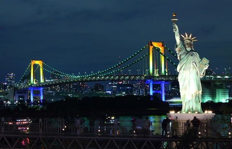 Rainbow_Bridge_(Tokyo)_at_night_2