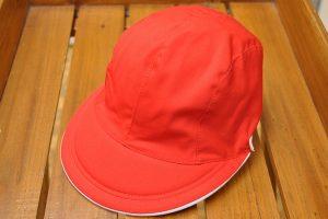 赤白帽女子