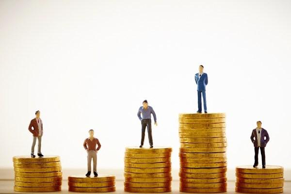 働きながら勉強する税理士補助の年収