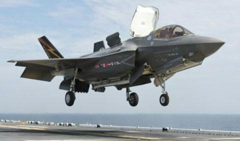 空母に着艦するF-35B