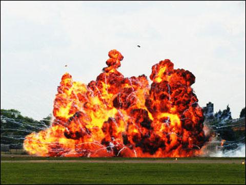 弾道ミサイルが着弾して爆発したイメージ
