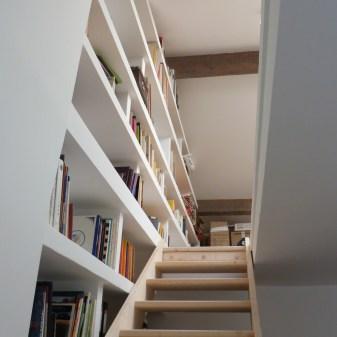 Nouvel escalier et bibliothèque