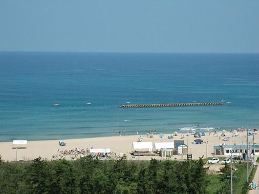 夏の夕日ヶ浦海水浴場