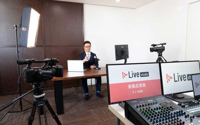 &Live studio