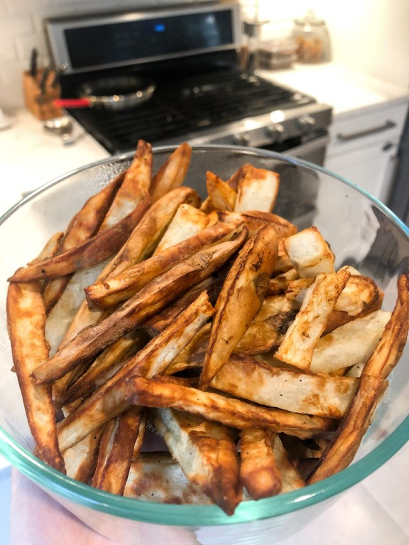 Want to know how to make healthy homemade french fries? All you need for this DIY recipe is an air fryer + just 4 ingredients. I cannot believe I waited so long to get an air fryer! These are truly the best french fries because they come out so crispy, are so easy + quick to make, + are minimal prep/clean up. You can use yukon gold potatoes, sweet potatoes, or whatever kind you want! Click for the recipe to start making your own fresh cut fries. #frenchfries #recipe #healthy #easy #airfryer