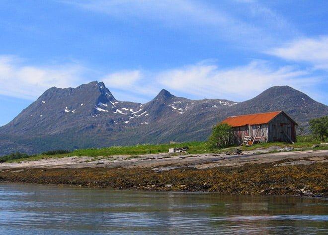 Fint ställe i norges skärgård, kring Helgelandkusten