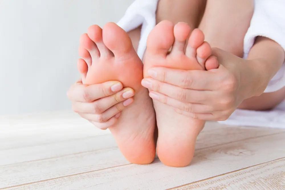 カビの病気(水虫、白癬菌)になった足の画像