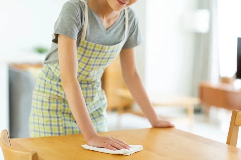 ウタマロクリーナなど、中性洗剤を使った拭き掃除のイメージ画像