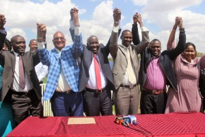Kajiado ODM defectors received by governor David ole Lenku (third left) and his deputy Martin Moshisho (third right). They are from left Daniel Tenaai, Daniel Osoi, Kakuta Maimai and Esther Somoire on September 19 in Kajiado town.