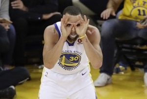 Steph Curry making a funny face