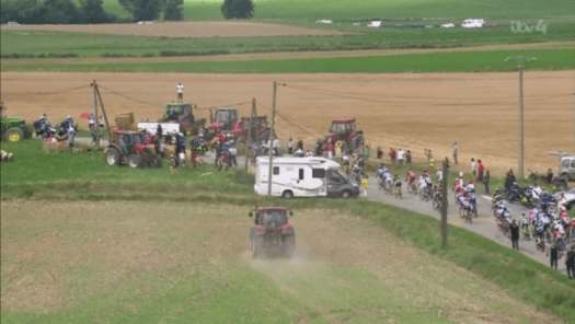 Pepper spray at Tour de France protest