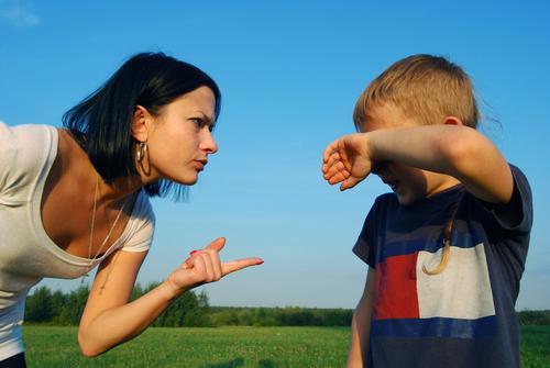 Как правильно отругать дочку?