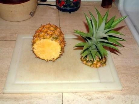 Как правильно почистить ананас?