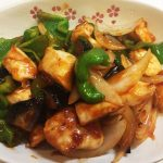 鶏むね肉をフライパンにこびりつかないように焼く方法。デリッシュキッチンのレシピをひと工夫