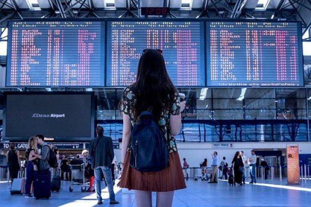 airport-2373727__340