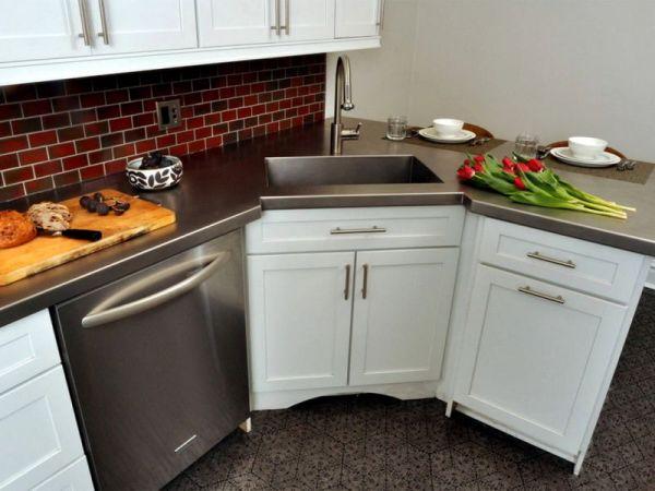 Где лучше расположить мойку на кухне: идеи на фото