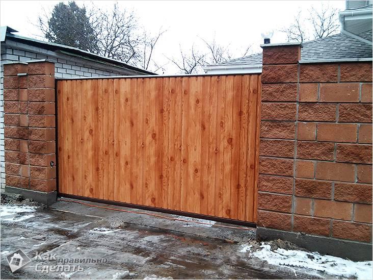 Dřevěná posuvná brána